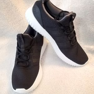 Adidas shoes mens size 10 Medium cloudfoam